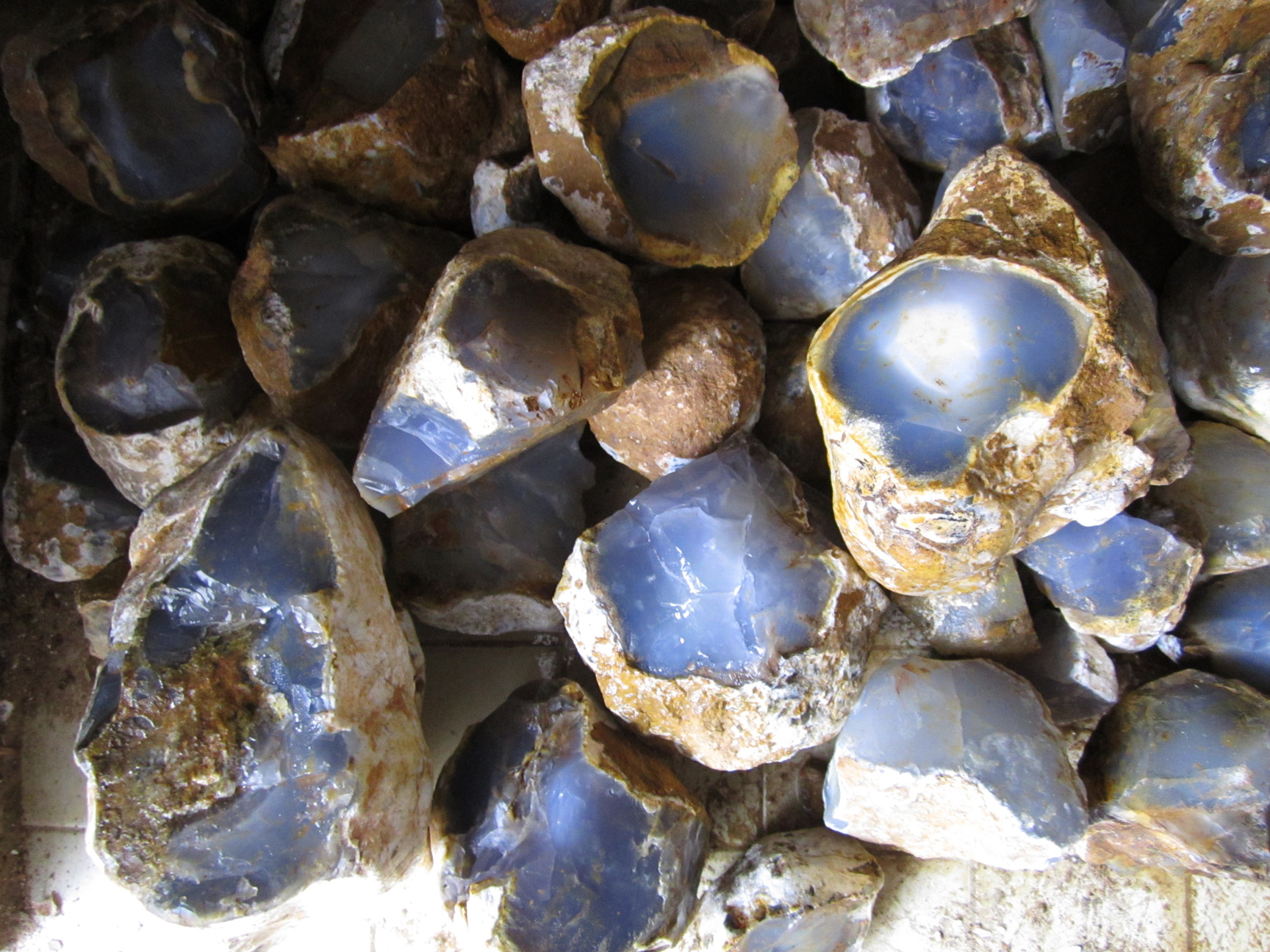 Blue chalcedony 3 ton wholesale offer